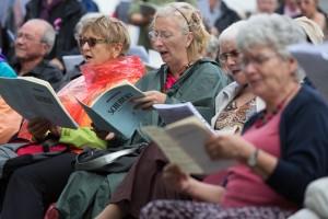 La 18e Schubertiade d'Espace 2 se déroule du 7 au 8 septembre 2013 à Monthey (VS). Au programme: quelque 200 concerts répartis dans une vingtaine de lieux différents. Retrouvez ici quelques images de la Messe allemande dirigée sur la Place de l'Hôtel de Ville par Pascal Mayer avec le Choeur de Monthey, le Choeur Pro Arteet l'Ensemble de cuivres du Chablais.